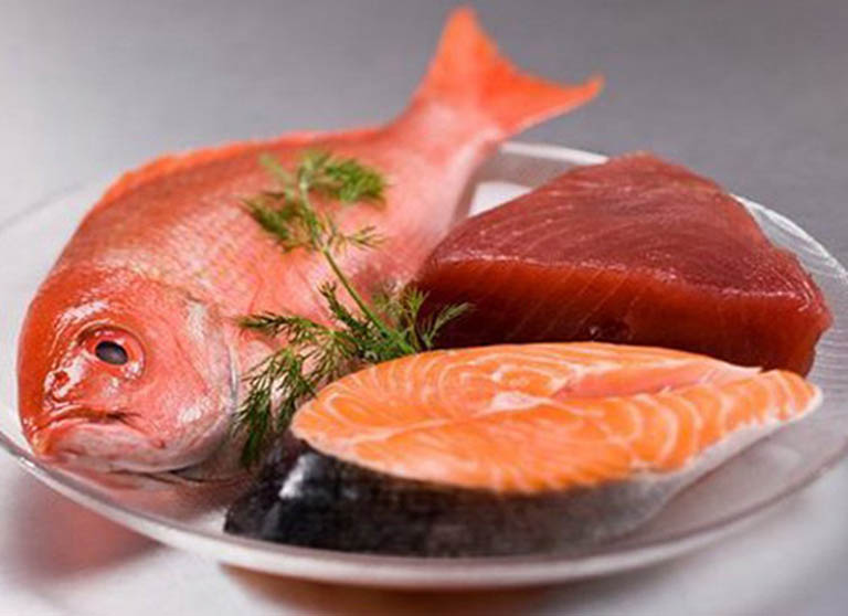 Trẻ bị viêm dạ dày ruột nên ăn cá hồi